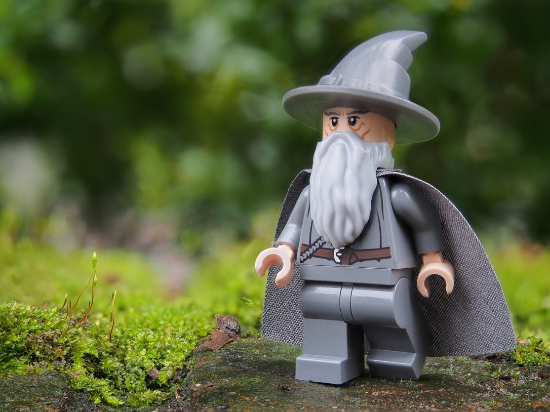 wizard-2021410_1280.jpg