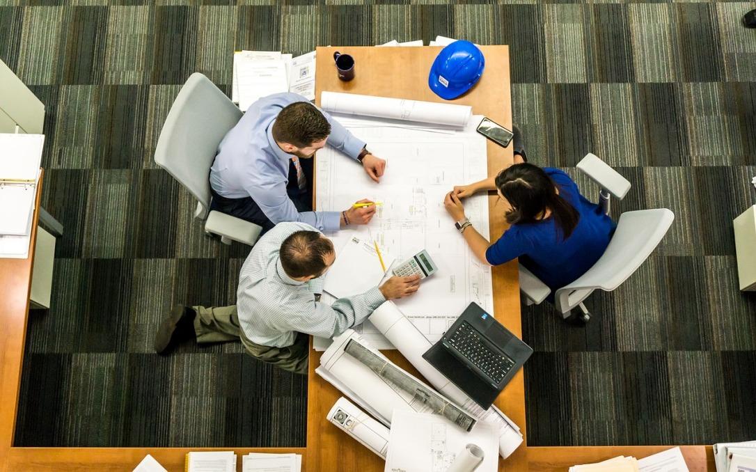 meeting-2284501_1280.jpg