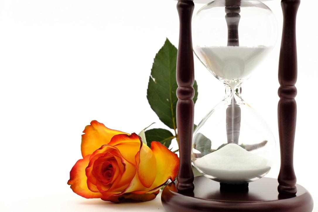 hourglass-3197626_1920.jpg