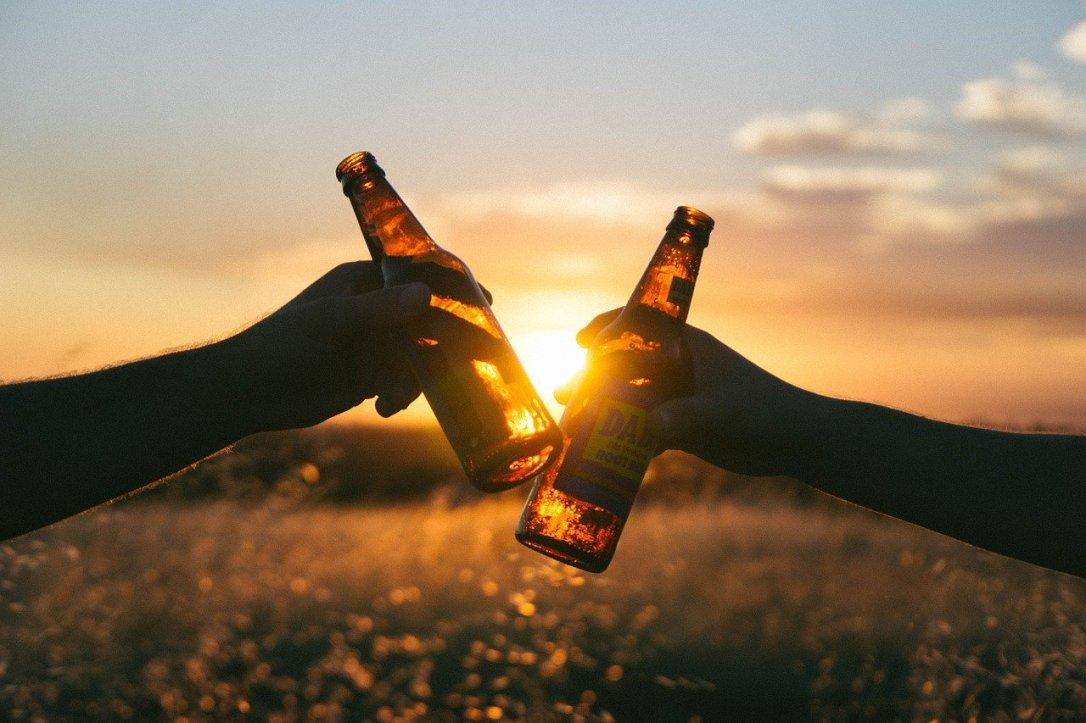 cheers-839865_1280.jpg